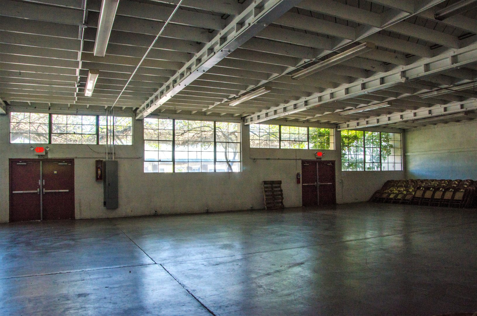 Commercial Room Facilities Available for Rent